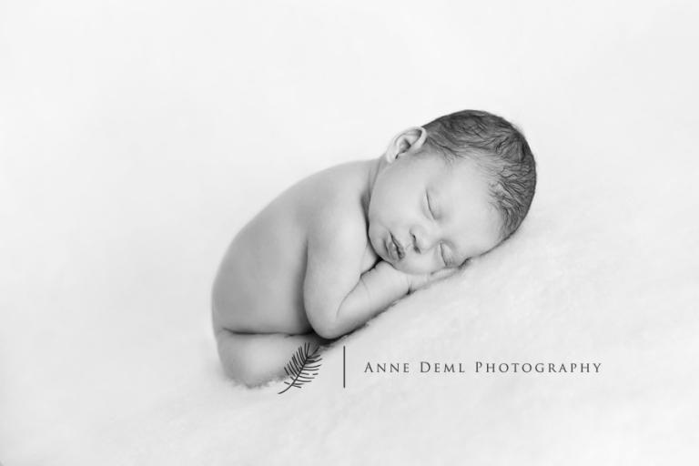niedliche-babyfotos-babyfotograf-muenchen-fotostudio-fuer-babyfotografie-geburt-neugeborene-6
