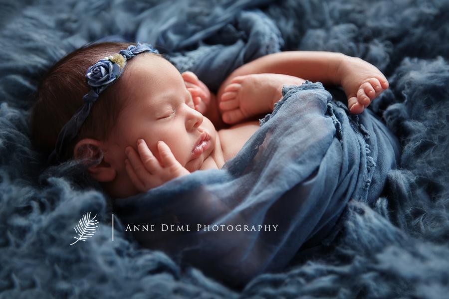 suesse_babyfotos_in_muenchen_fotostudio_fuer_babyfotografie_mit_babyfotografin_anne_deml