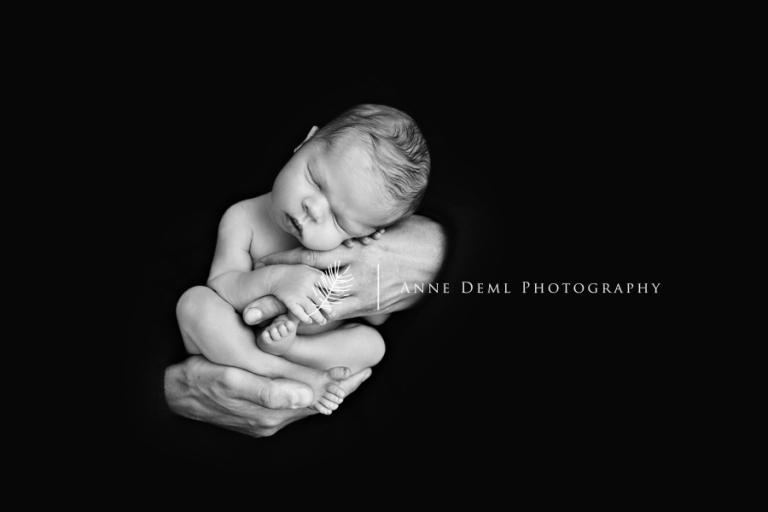 babyfotos_mit_mama_und_papa_babyfotograf_fuer_liebevolle_und_besondere_babyfotografie_anne_deml_muenchen_augsburg_ingolstadt_stefan