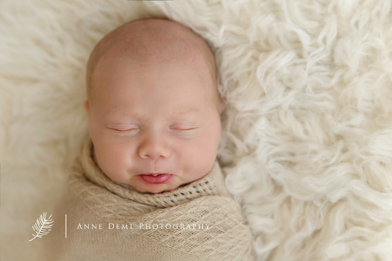 babyfotograf_fuer_besondere_exklusive_babyfotografie_anne_deml_neugeborenenfotografie_neugeborenenfotos_babyfotos_im_fotostudio_muenchen_babystudio_atelier_geburt_krankenhaus_schwanger_laura20