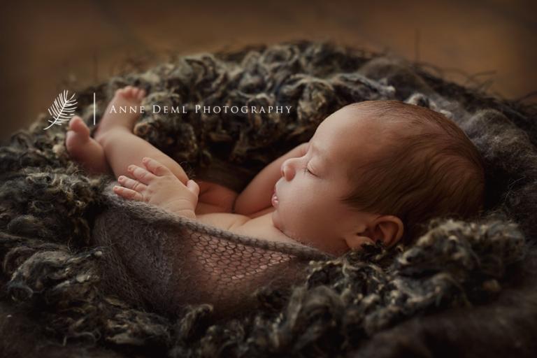 babyfotos_zwillinge_neugeborenenfotos_muenchen_anne_deml_babyfotograf_suesse_babyfotos_drillinge_geburt_krankenhaus_hebamme_2