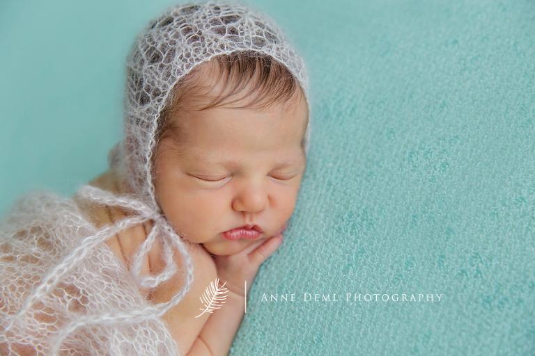 einzigartige_babyerinnerungen_neugeborenenshooting_babyfotograf_anne_deml_fotostudio_muenchen_ingolstadt_geburt_krankenhaus_hebamme_charlotta_9