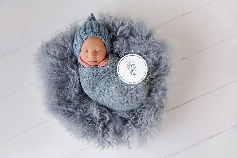 besondere_liebevolle_babyfotografie_babyfotograf_anne_deml_muenchen_freising_ingolstadt_babyfotos_neugeborene_anne_geddes_krankenhaus_schlafende_babybilder_jonas_15