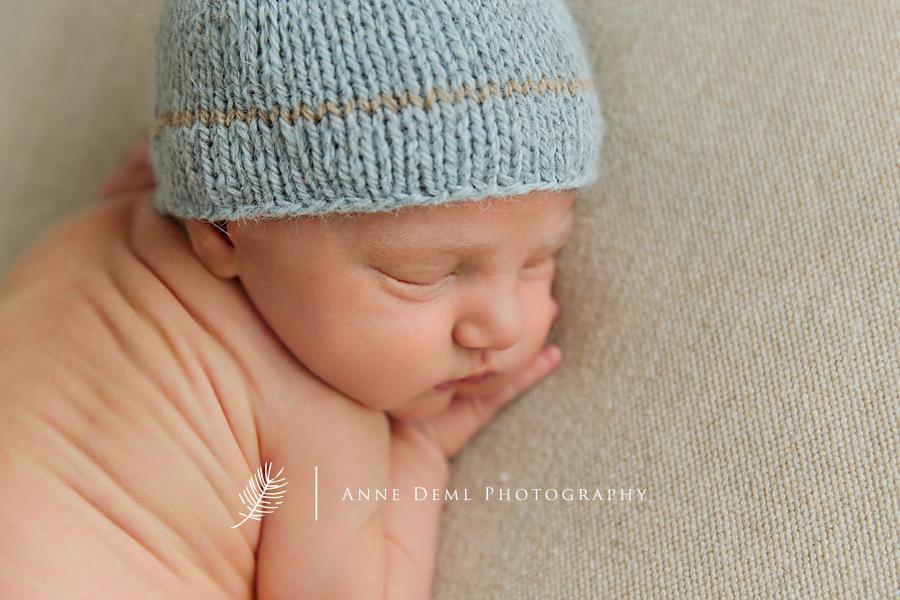 besondere_momente_fotostudio_anne_deml_babyfotograf_muenchen_neugeborenenshooting_geburt_krankenhaus_augsburg_eltern_hebamme_freising_tim_0_6