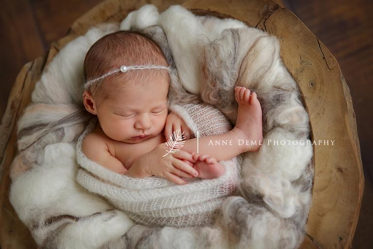 besondere_einzigartige_babyfotografie_professionelle_babybilder_babyfotograf_augsburg_anne_deml_neugeborene_krankenhaus_geburt_mia_7