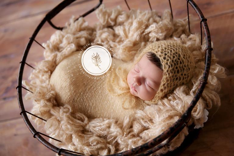 liebevolle_babyfotografie_profi_babyfotograf_anne_deml_augsburg_neugeborenenshooting_hebamme_geburtshaus_geburt_neugeborene_baby_muenchen_bayern_julie_15