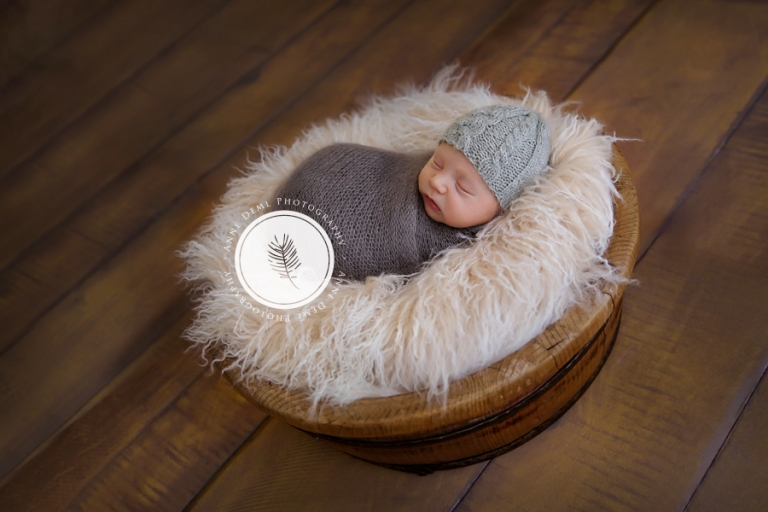 babyfotograf_bayern_liebevolle_babyfotos_eltern_geburt_krankenhaus_neugeborenes_besondere_babyfotografie_anne_deml_muenchen_spezialisiert_auf_neugeborenenfotografie_finley_9