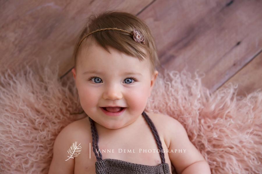babyfotos_fotostudio_im_ersten_jahr_babyfotograf_anne_deml_bayern_muenchen_natuerliche_babybilder_natalie_1