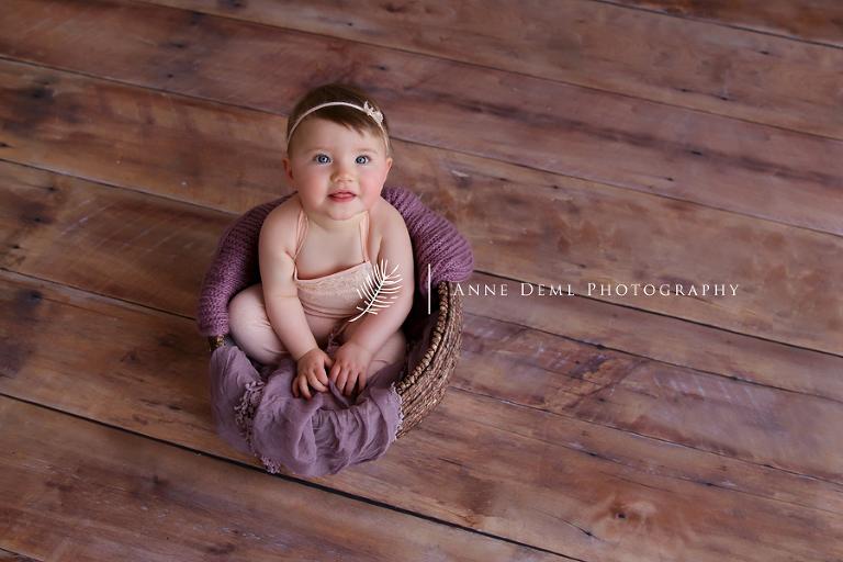 babyfotos_fotostudio_im_ersten_jahr_babyfotograf_anne_deml_bayern_muenchen_natuerliche_babybilder_natalie_15