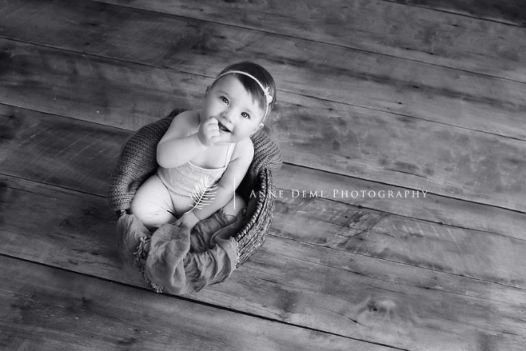 babyfotos_fotostudio_im_ersten_jahr_babyfotograf_anne_deml_bayern_muenchen_natuerliche_babybilder_natalie_2