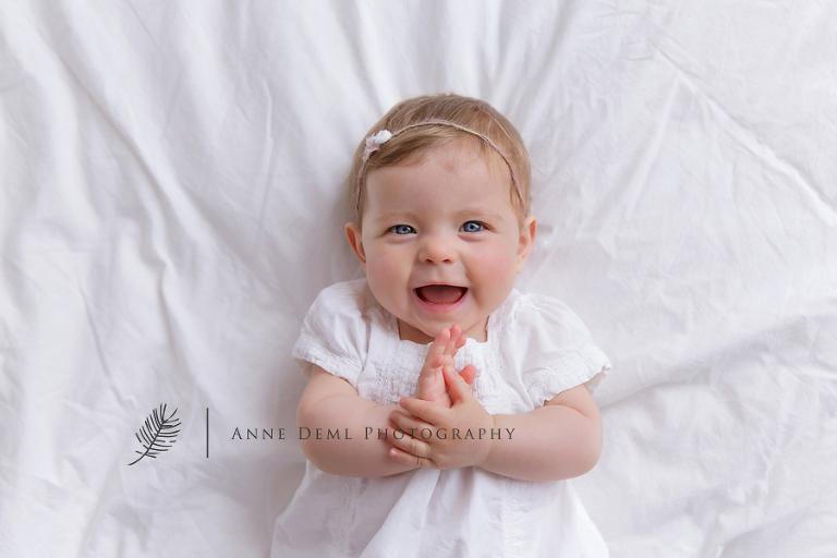 suesse_ungezwungene_babyfotos_babybilder_muenchen_babyfotografie_freising_babyshooting_anne_deml_isabell_2