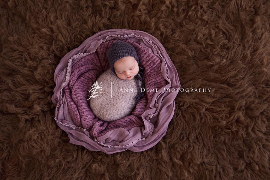 neugeborenenfotos_niedliche_professionell_babyfotograf_anne_deml_muenchen_mia