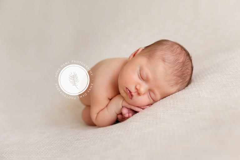 babyfotograf_muenchen_babybilder_augsburg_anne_deml_babyshooting_babyzimmer_neugeborenenshooting_liebevolle_babyfotos_leonie_15