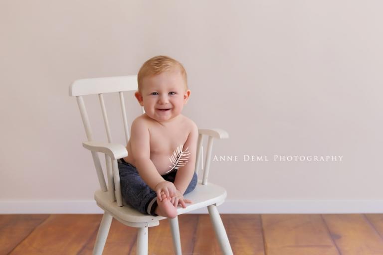 babyfotograf_anne_deml_muenchen_fotostudio_babyfotografie_baby_acht_monate_lachende_babybilder_leo_9
