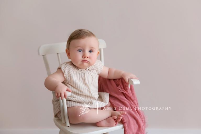 suesse_babybilder_babyfotografin_augsburg_anne_deml_muenchen_fotostudio_babyshooting_professionell_romy_1