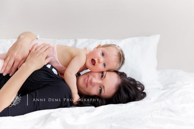 babyfotos_mama_baby_natuerliche_babybilder_babyshooting_anne_deml_fotografie_babyfotograf_muenchen_baby_emily_5
