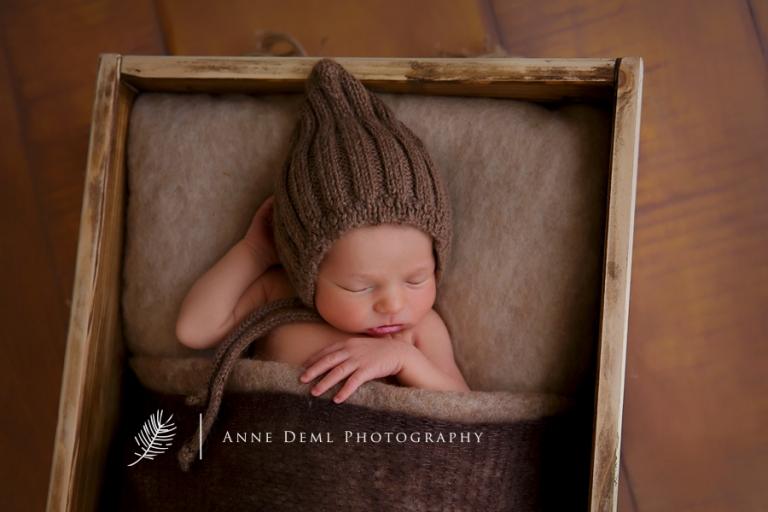 babyfotograf_anne_deml_muenchen_niedliche_babyfotos_professionelles_babyshooting_geburt_krankenhaus_hebamme_neugeborene_felix_2