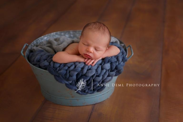 babyfotograf_anne_deml_muenchen_niedliche_babyfotos_professionelles_babyshooting_geburt_krankenhaus_hebamme_neugeborene_felix_3