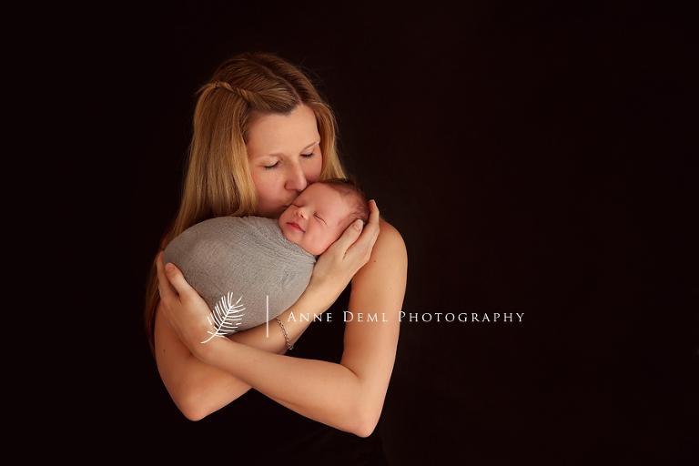 liebevolle_babybilder_babyfotograf_freising_anne_deml_fotostudio_neugeborenenshooting_geburt_baby_krankenhaus_hebamme_raphael_7