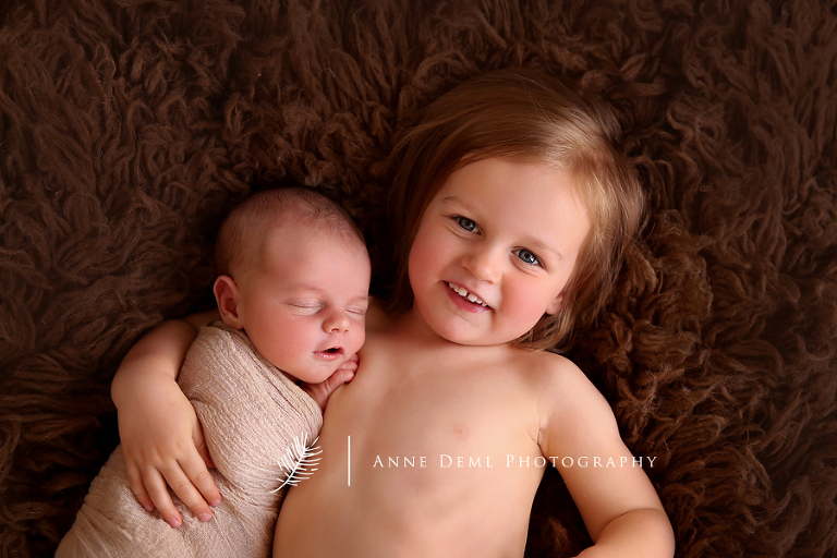 babyfotos_augsburg_babyfotograf_augsburg_babyshooting_professionelle_babybilder_fotostudio_anne_deml_niedliche_neugeborene_hebamme_krankenhaus_felix_2