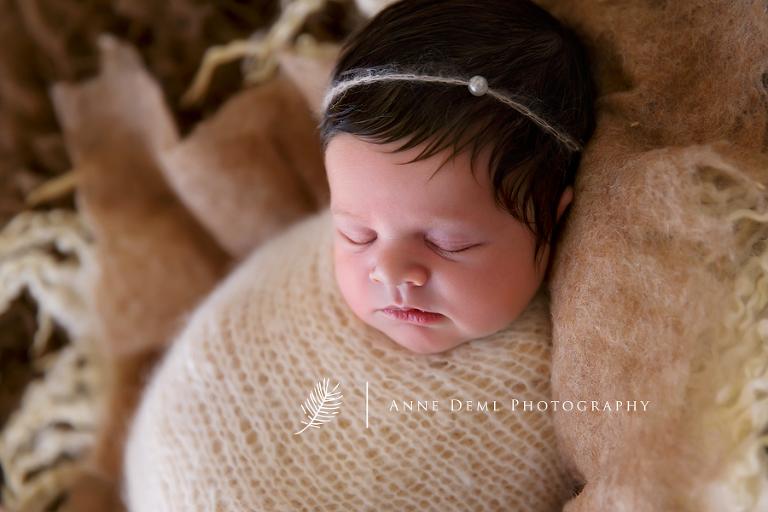 besondere_neugeborenenbilder_muenchen_neugeborenenshooting_augsburg_fotostudio_anne_deml_baby_babybilder_freising_marlene_07