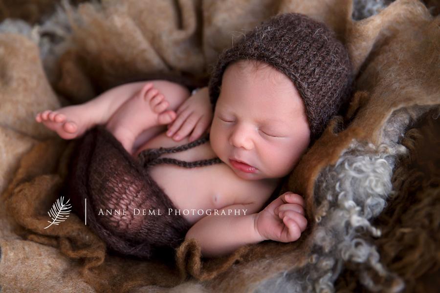 niedliche_babybilder_schlafende_neugeborene_hebamme_babyfotos_muenchen_babyfotograf_freising_anne_deml_anne_geddes_moritz_10